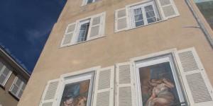 Wandgemälde an Hausfassade