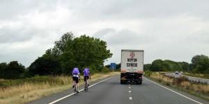 Radfahrer werden natürlich rechts überholt