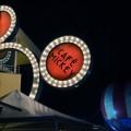 Café Mickey bei Nacht