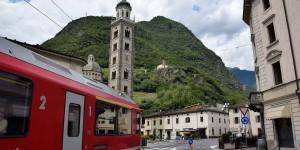 In Tirano geht es über den Dorfplatz