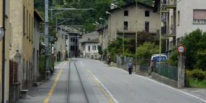 Hier fährt der Zug als Straßenbahn