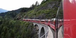Bernina-Express auf dem Landwasserviadukt