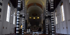 Schwarz-weiße Säulen