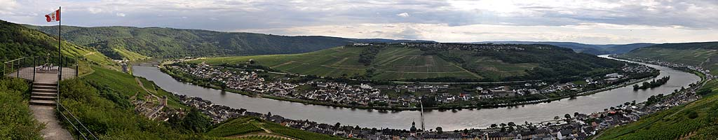 Panorama an der Mosel (6 MB, 15026x4068 Pixel)