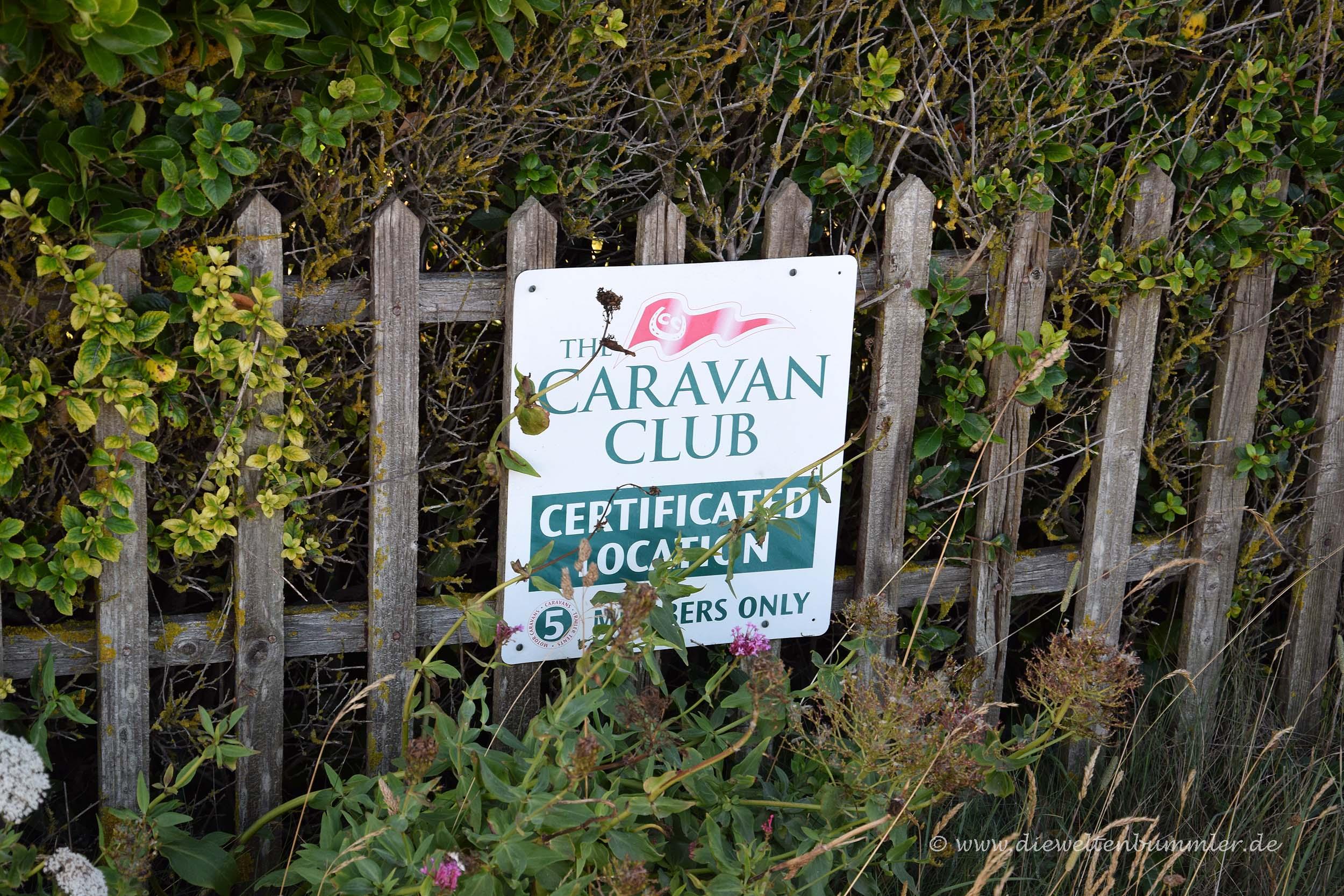 Caravan Club-Hinweisschild
