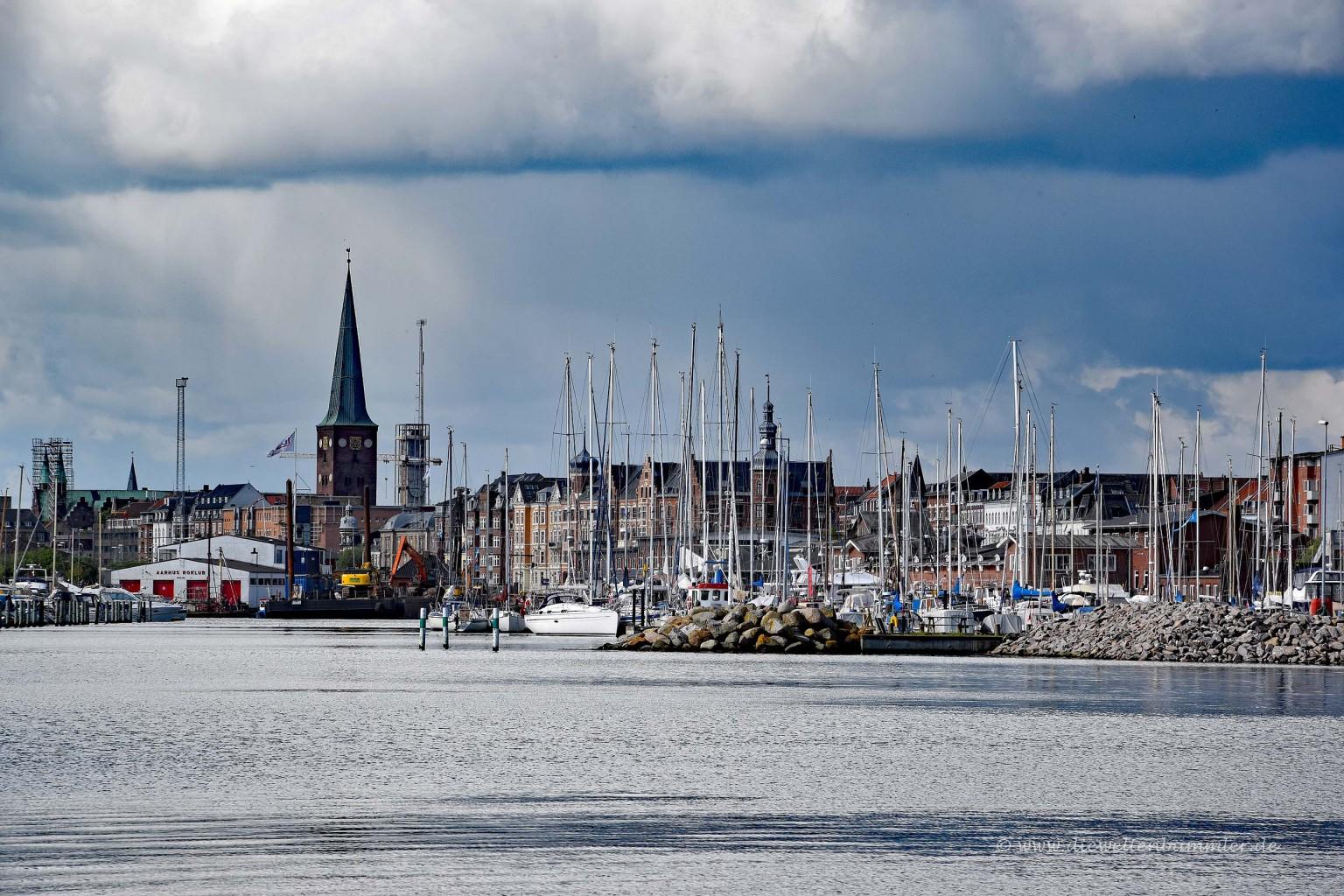 Blick vom Yachthafen auf Aarhus