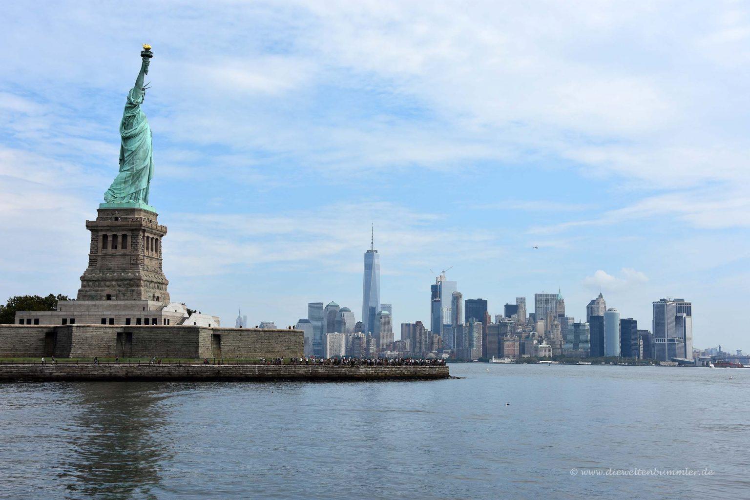 Freiheitsstatue mit Manhattan