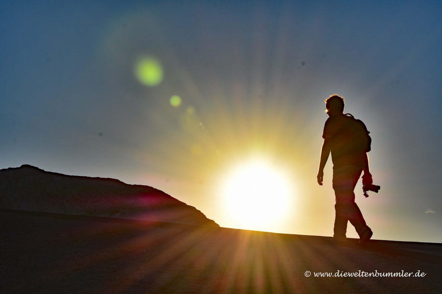 Ich wandere in den Sonnenuntergang
