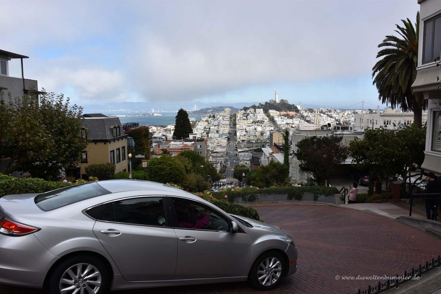 Kurvige und steile Straße in San Francisco