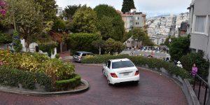 Fahrt über die Lombard Street in San Francisco