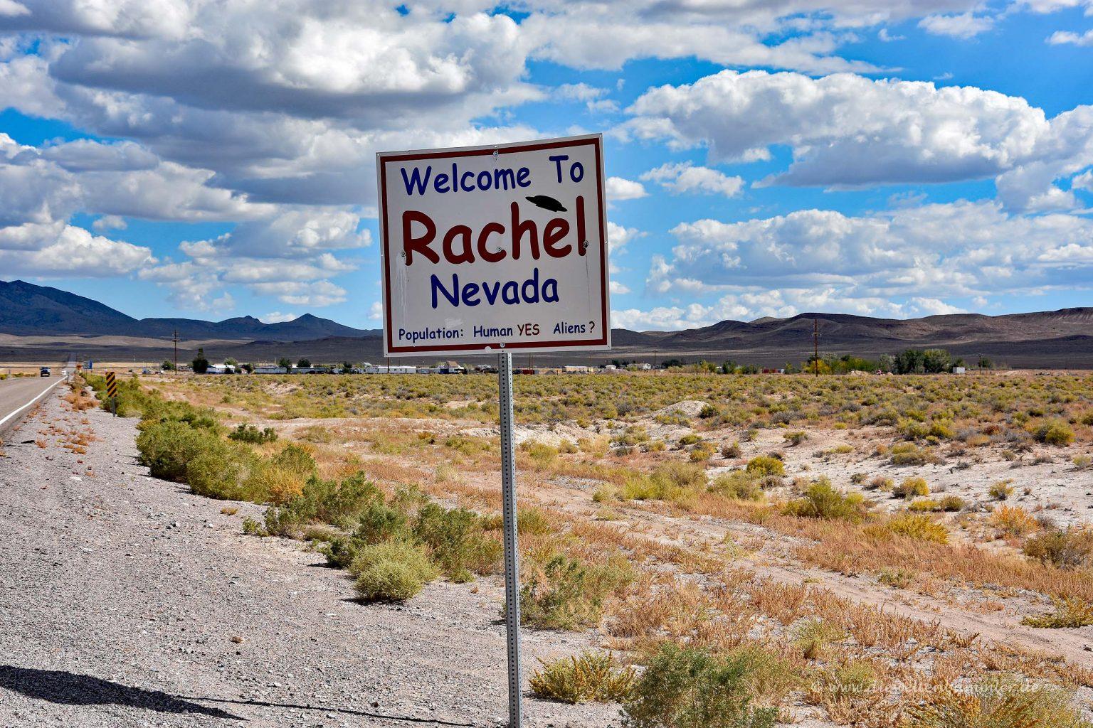 Ortseingangsschild von Rachel