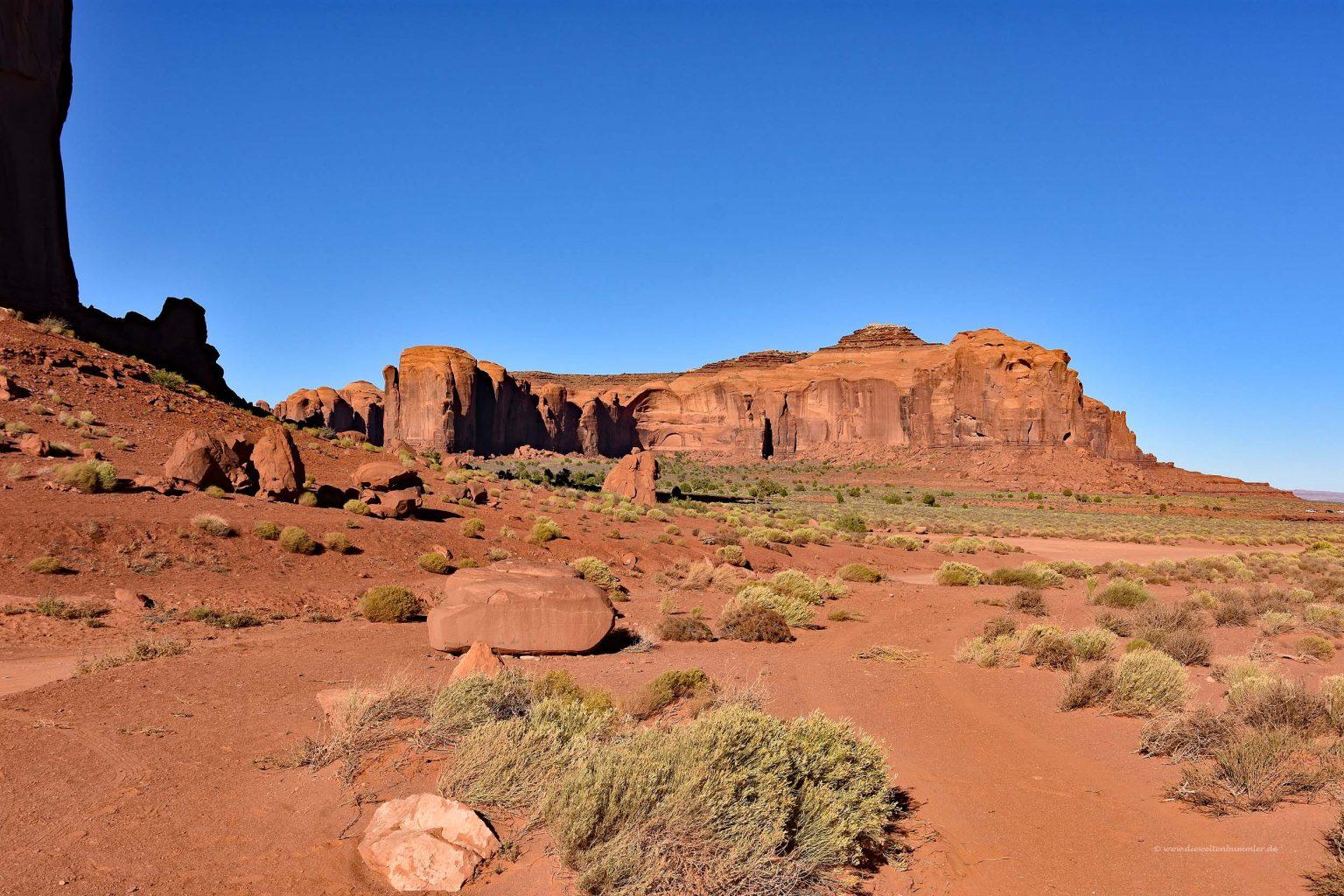Felsige und staubige Landschaft