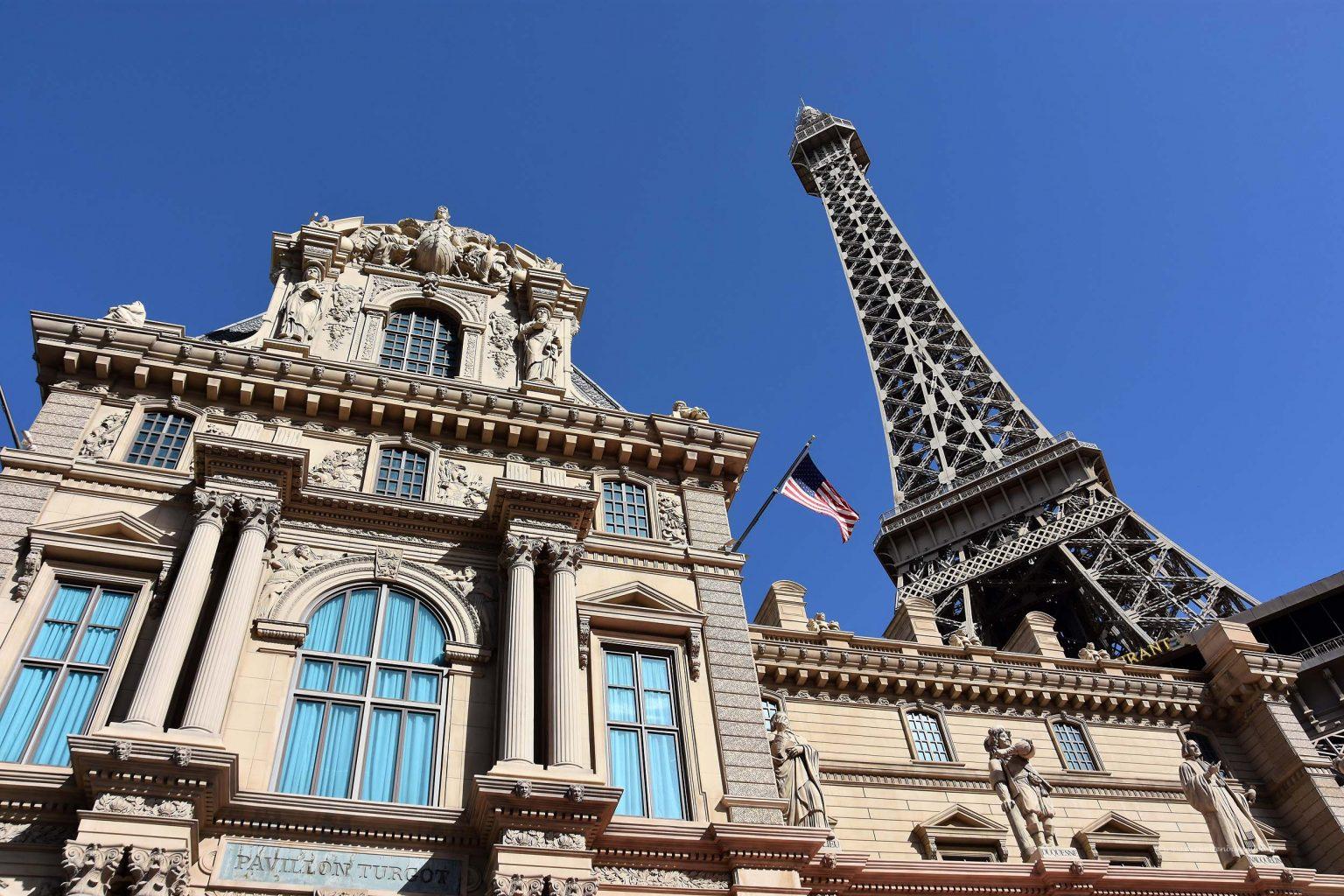 Hotel mit Eiffelturm