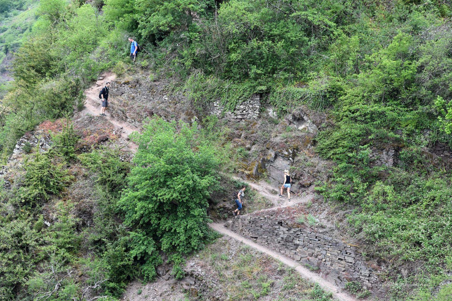 Wanderer auf dem Calmont-Klettersteig