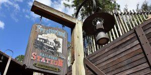 BaBahnhof im Wildwest-Lookhnhof im Wildwest-Look