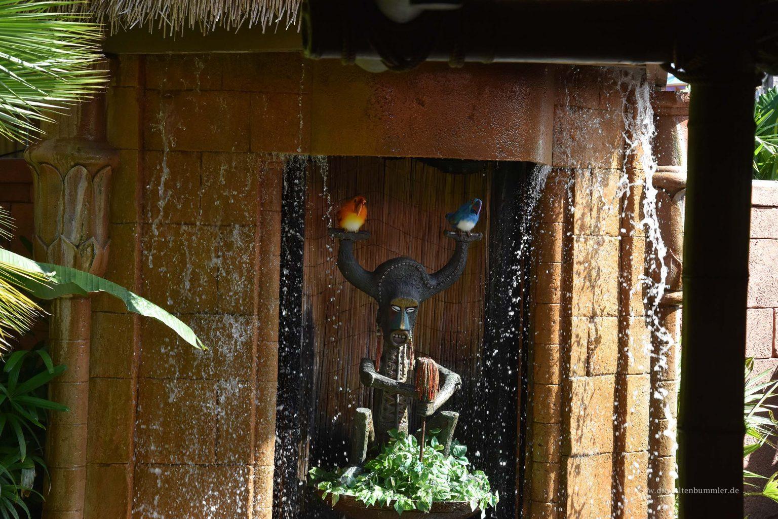 Figur am Tiki Room