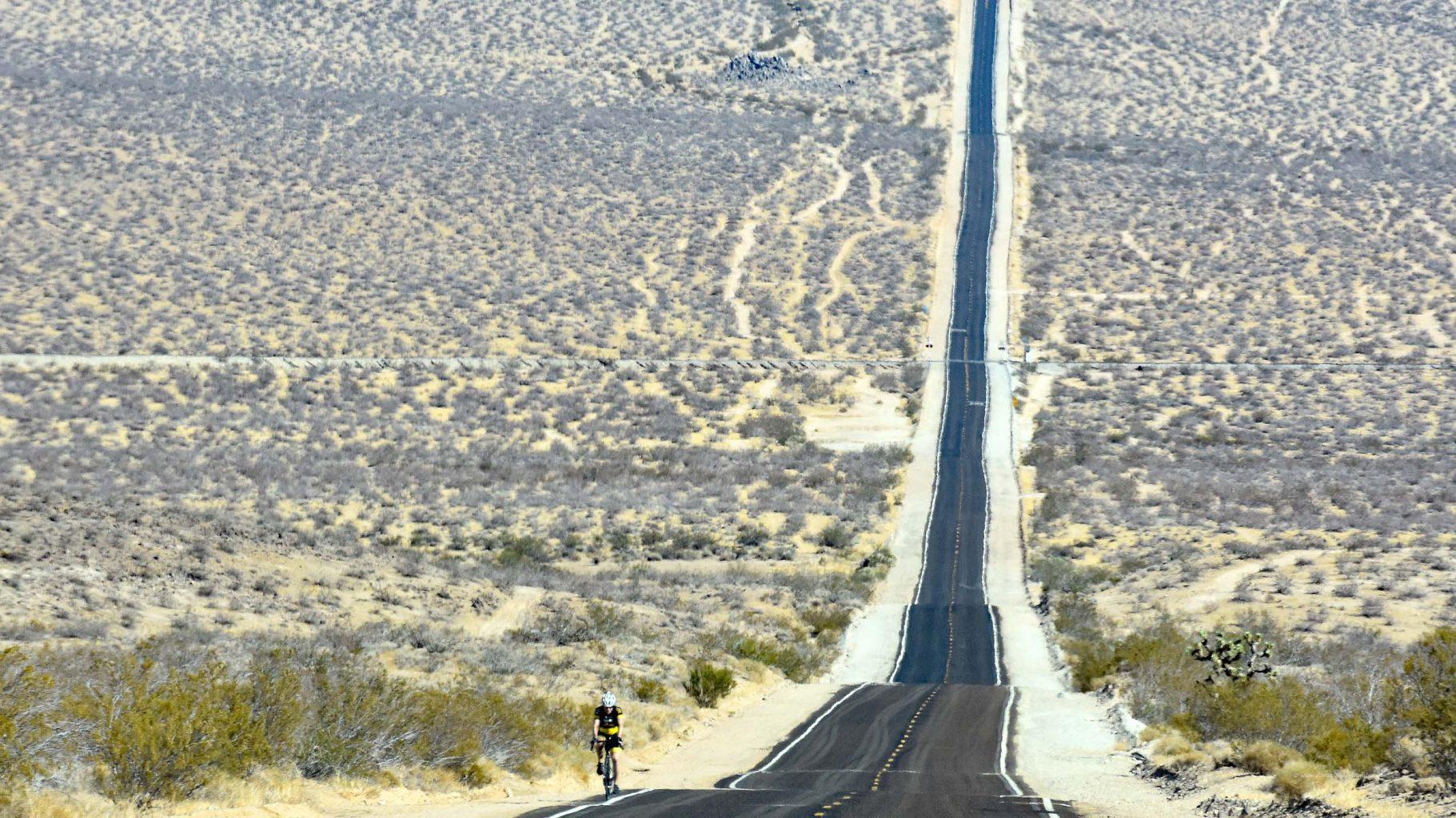 Radfahrer in der Wüste