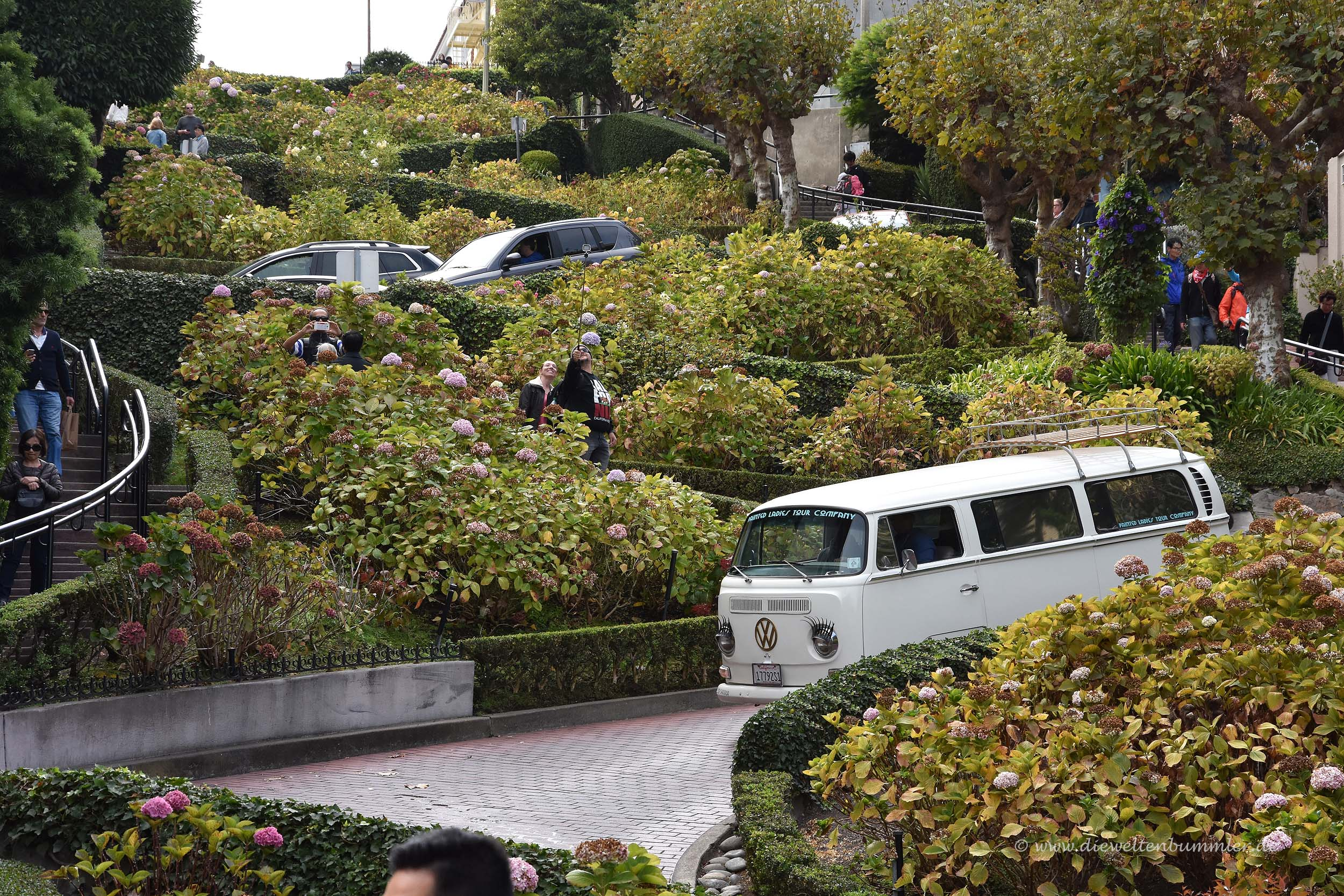 VW-Bus in der Lombard Street