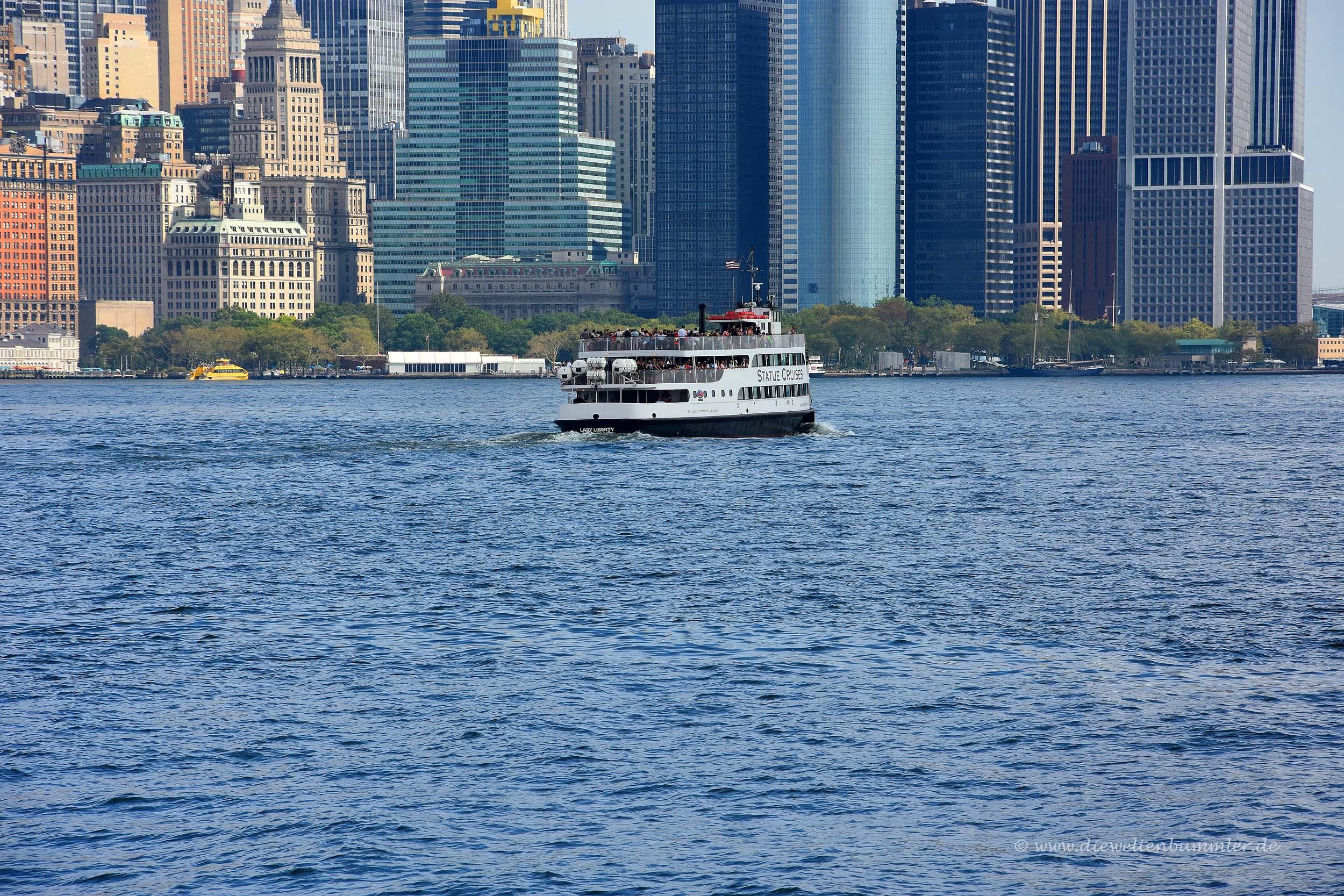 Fähre zwischen Ellis Island und Manhattan