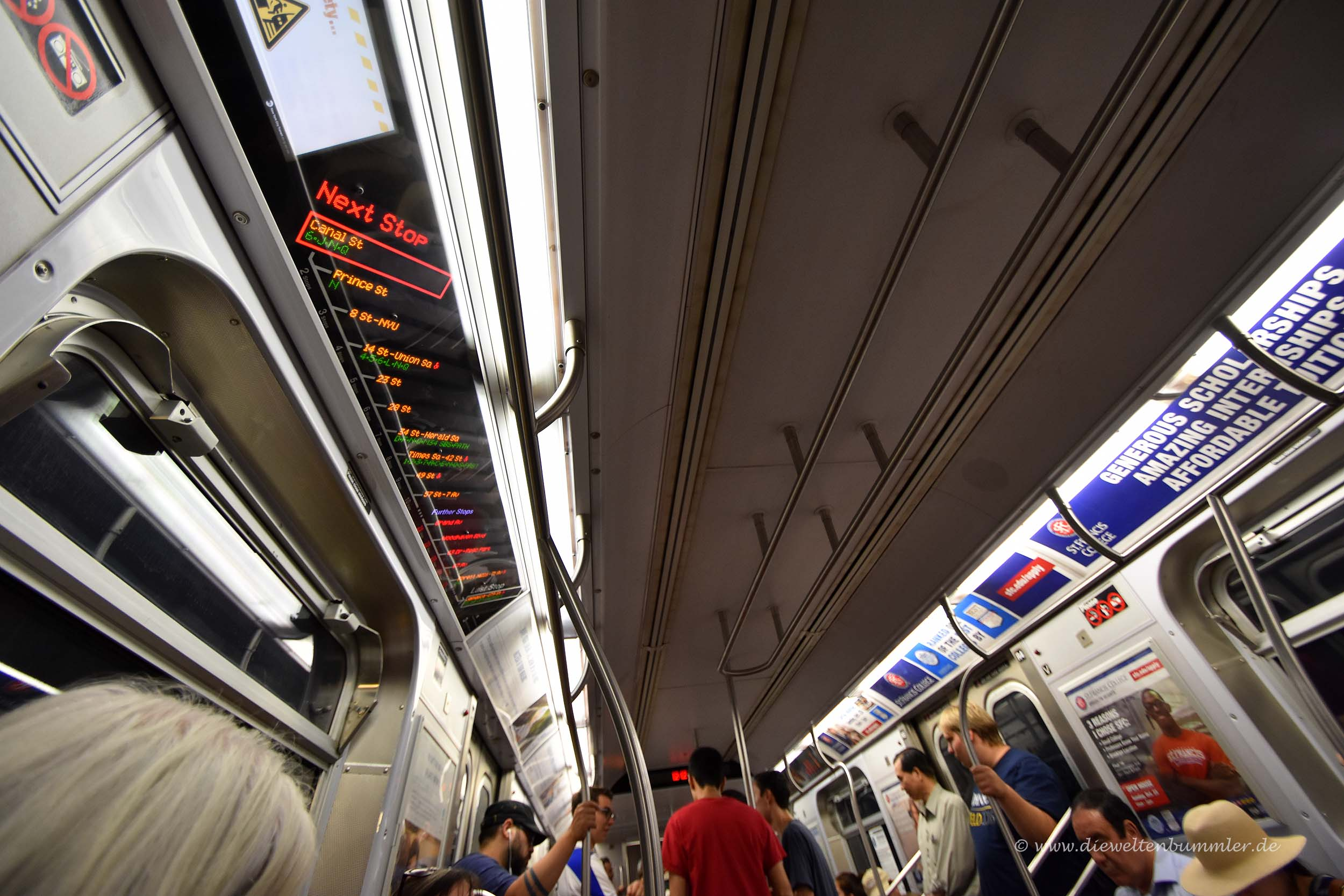 Digitalanzeige in New Yorker U-Bahn