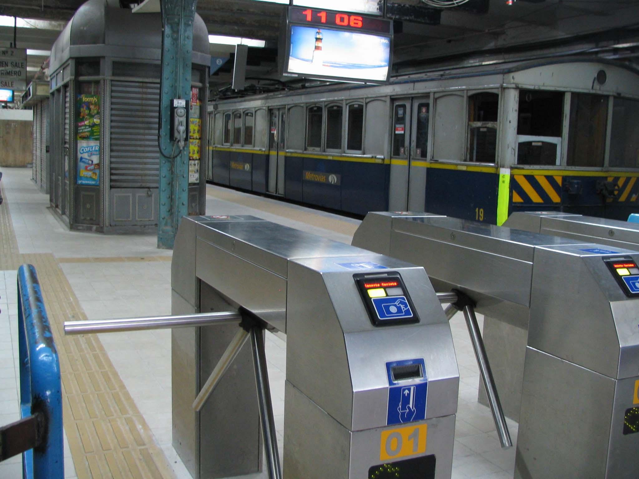 Drehkreuz zur Metro