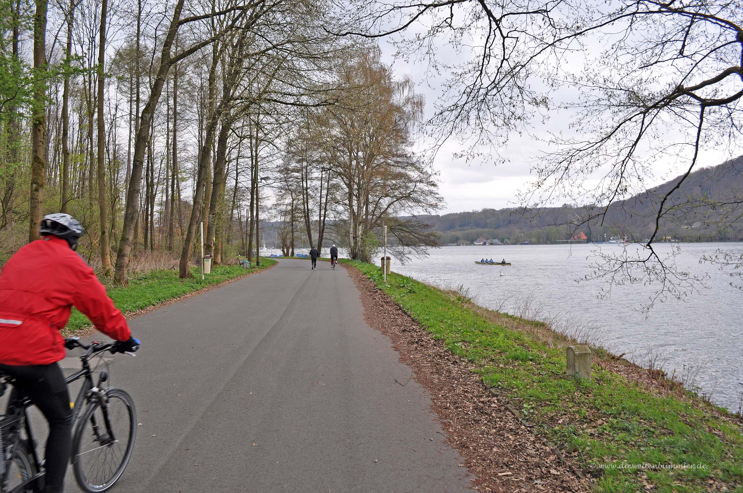Radweg am Baldeneysee