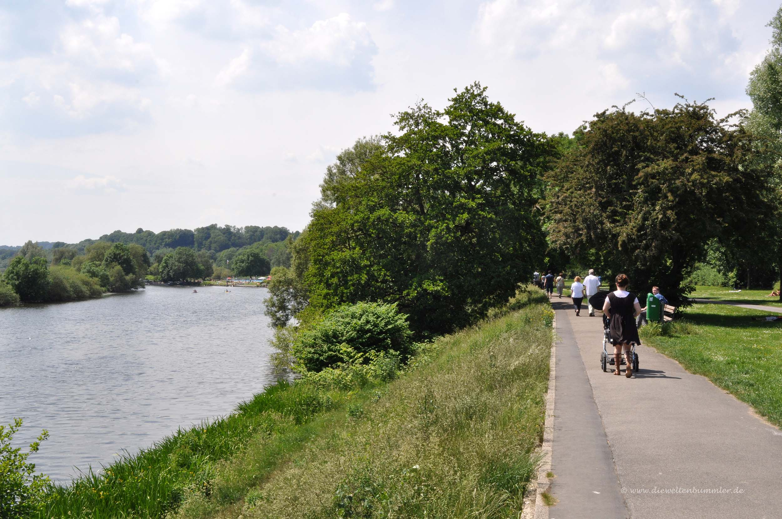 Weg am Ruhrufer in Essen-Steele