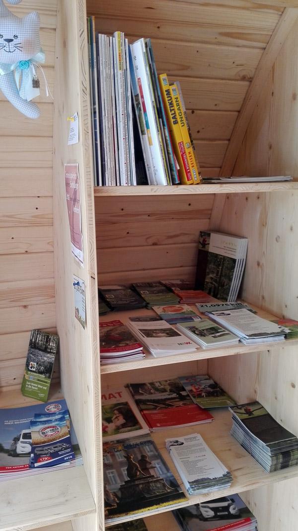 Flyer und öffentlicher Bücherschrank