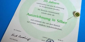 Urkunde für 20 Jahre unfallfreies Autofahren