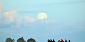 Mond über dem Polarmeer