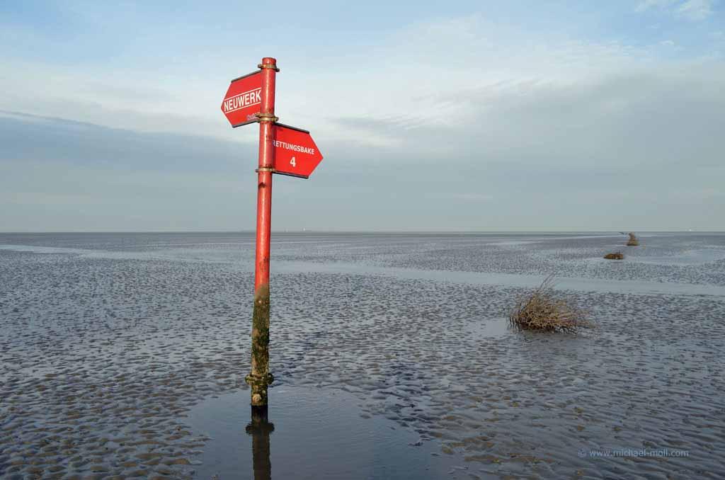 Wegweiser im Wattenmeer