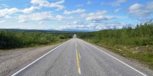Weite Straßen in Lappland