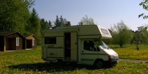Wohnmobil auf polnischem Campingplatz
