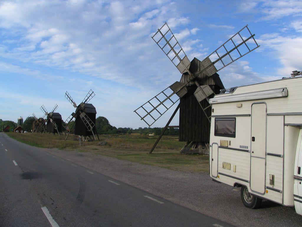 Wohnmobil mit Windmühle