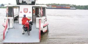 Fähre über den Rhein