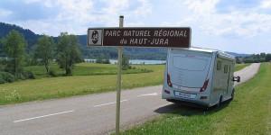 Wohnmobil im Jura
