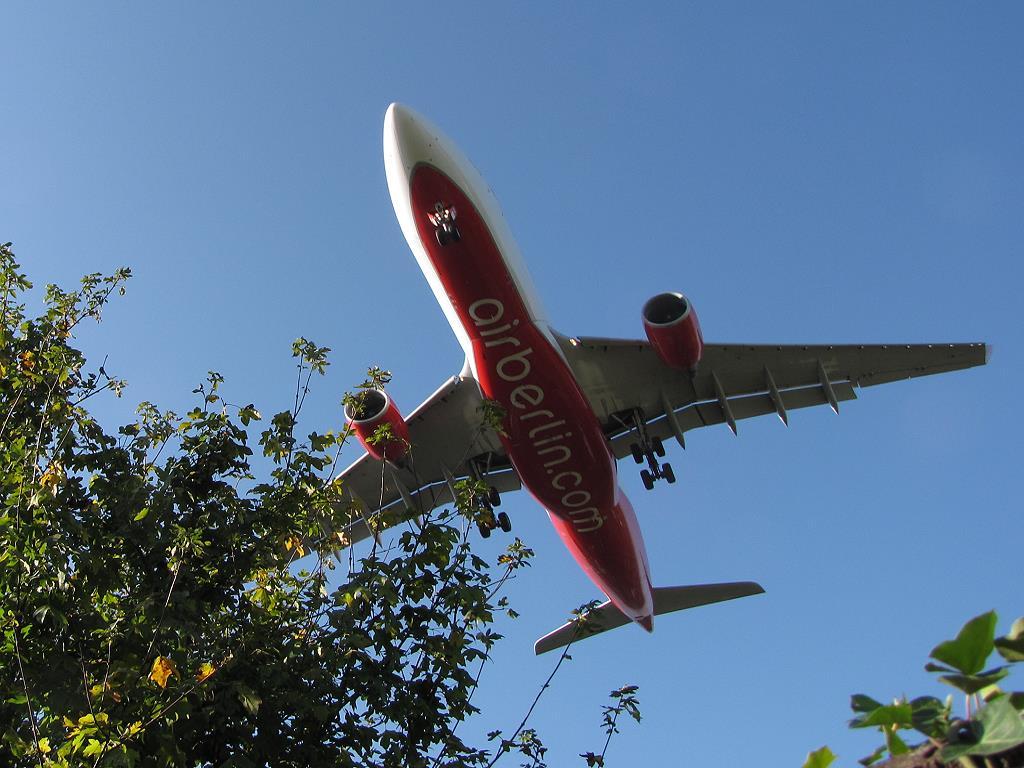 Flugzeug im Landeanflug auf Düsseldorf