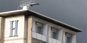 Sprungbrett auf einem Hoteldach