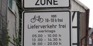 Verwirrendes Straßenschild