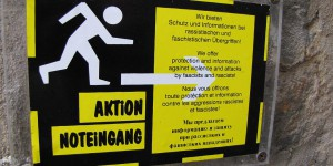 Schild der Aktion Noteingang