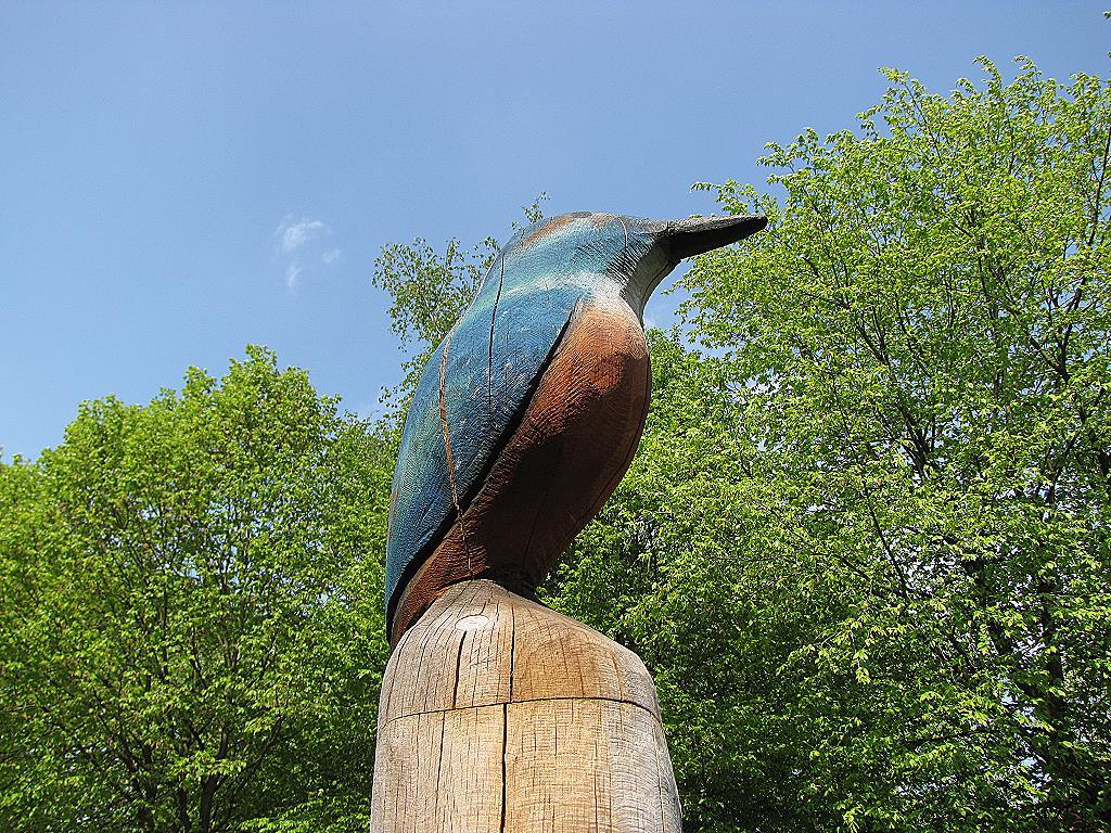 Eisvogel als Holzfigur