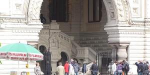 Eingang zum ehemaligen Kaufhaus GUM