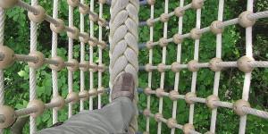Fußweg durch das Netz