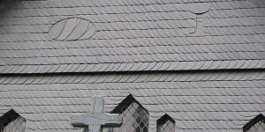 Fassade an der Kirche
