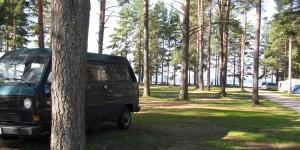 VW-Bus auf schwedischem Campingplatz