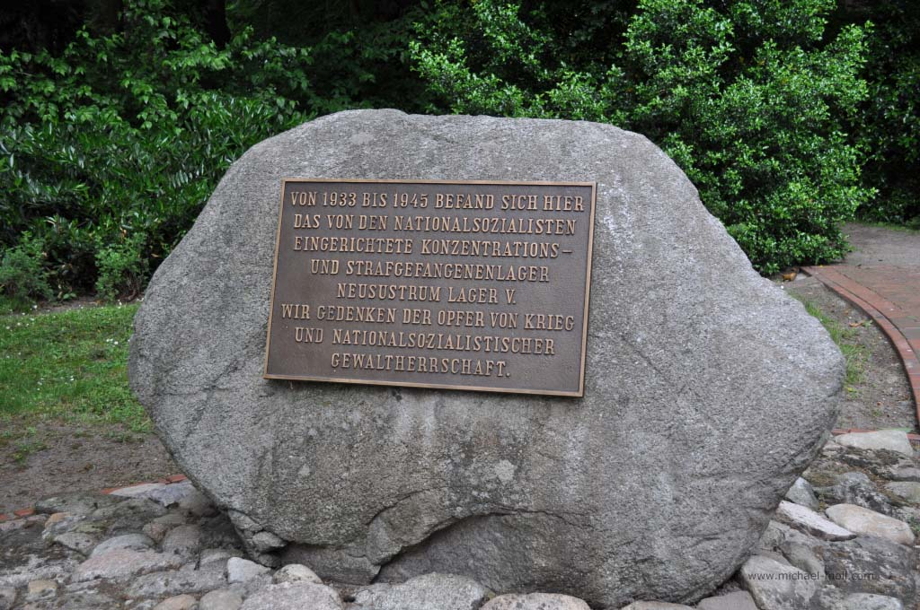 Gedenkstein in Neusustrum