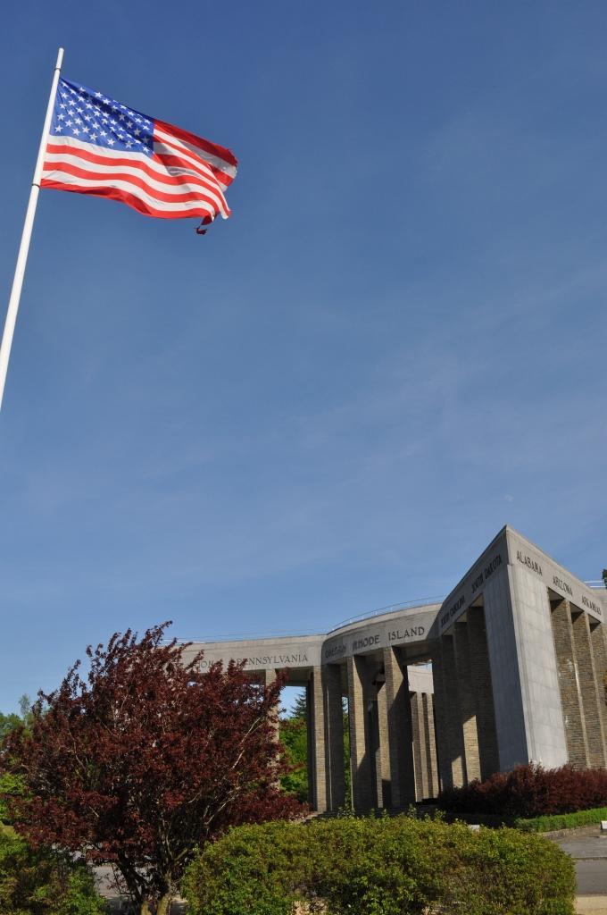 Mardasson Memorial mit US-Flagge