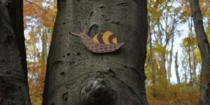 Schnecke als Symbol auf einem Wanderweg