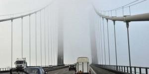 Brücke über den Kleinen Belt im Nebel