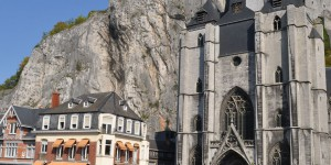 Mächtige Kirche in Dinant